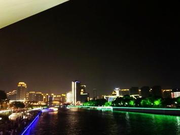 天津、川沿いの夜景