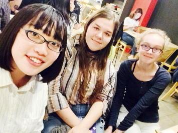 日本語を学ぶ現地の学生と