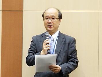 高橋智彦政治経済研究所長の挨拶でスタート