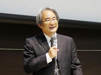 講師は本学政経学部 小竹聡教授