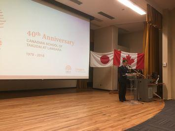 式典にてスピーチをする鈴木副学長