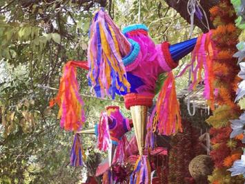 Piñata ピニャータ 中からお菓子が出てくる