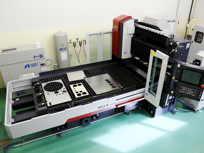 最新の炭酸ガスレーザ加工機